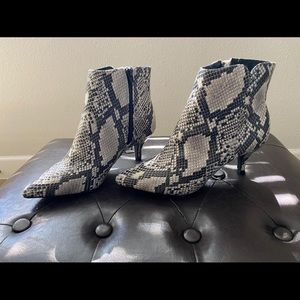 Boots snake print 7,5 brand new